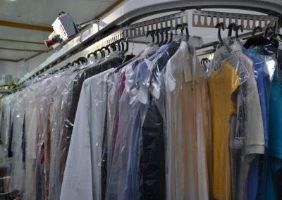 pompom branco lavandaria público